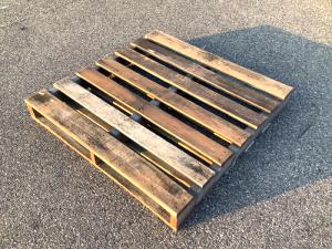 お買い得な11型中古リユース木製パレット(リメイク品)の画像